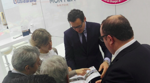 The Spanish Ministers of Health and Agriculture, at CB Foods stand
